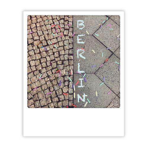 Polaroid Karte berlin sidewalk confetti Berlin