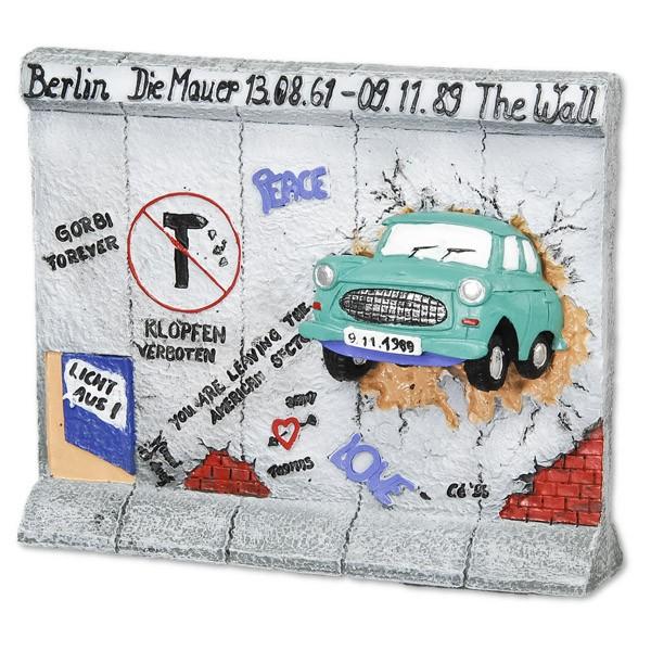Miniatur Trabi durch Mauer 11cm