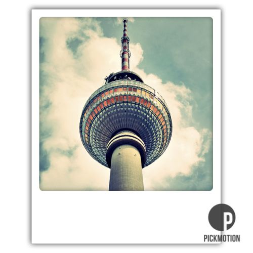 Polaroid Karte Touching the sky Berlin